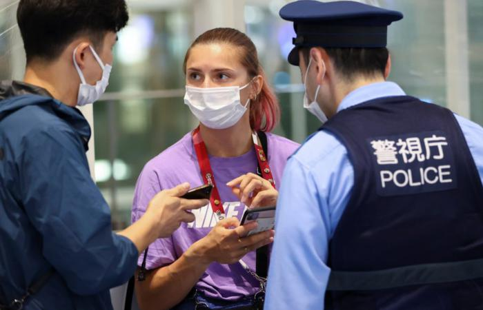 Беларускую легкоатлетку Кристину Тимановскую пытаются насильно вывезти из Токио